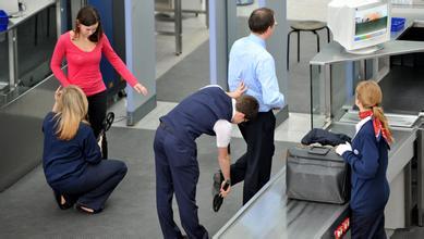 二十八,飞机场过安检