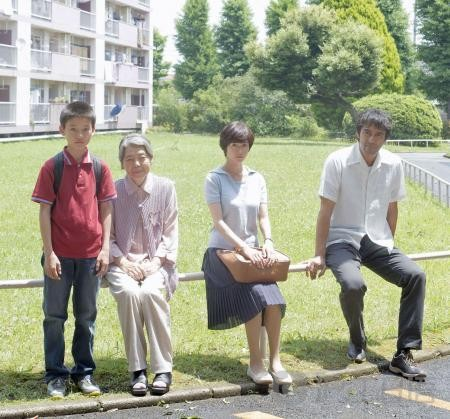 阿部宽主演是枝裕和电影新作《比海更深》
