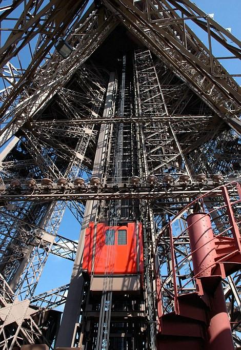 法国巴黎埃菲尔铁塔电梯